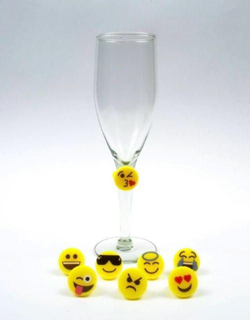 Divertidos marcadores para copas con las caras de los emojis-portada