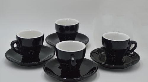 Disfruta tu cafe espresso como si estuvieras en Italia con este juego de 4 tazas marca Nuova Point. La taza mas utilizada en todos los cafés italianos. -portada