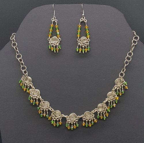 Juego de collar y aretes elaborado con plata alemana y cristales verde y amarillos-imagen-principal